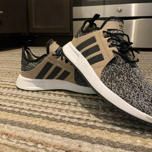 Mens/Young Mens Adidas Shoes(don't know the model)